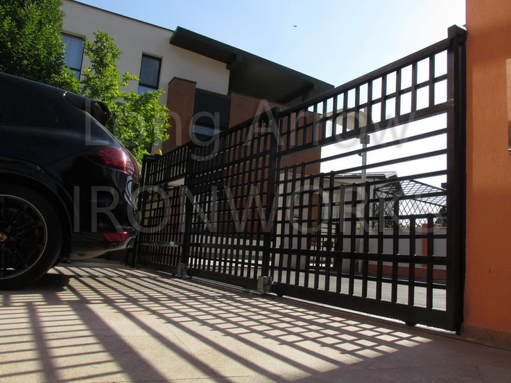 Telescopic sliding gate example