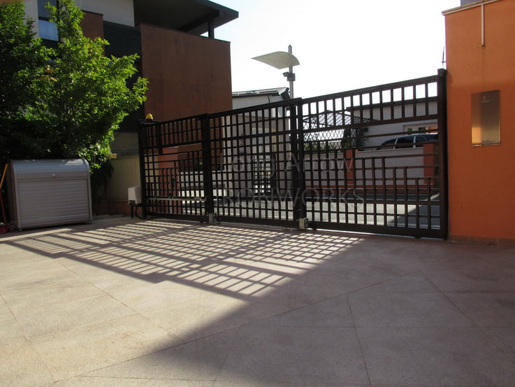 Telescopic Metal Gate - Roger Technology Automation System